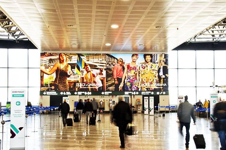Pubblicità aeroporto Malpensa IGPDecaux Impianti retroilluminati per Dolce e Gabbana