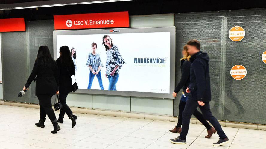Pubblicità in metropolitana IGPDecaux a Milano Circuito a Copertura Landscape per Naracamicie