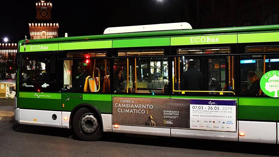 Pubblicità su autobus a Milano IGPDecaux Side Banner per National Geographic