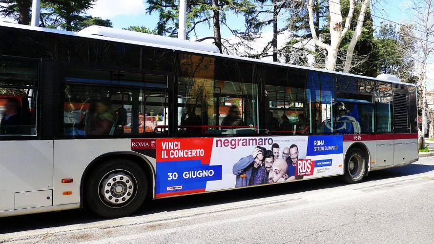 Pubblicità dinamica autobus Adesiva Landscape a Roma per RDS IGPDecaux