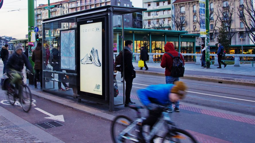 Outdoor communication IGPDecaux Milan Vision Network for New Balance