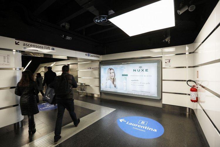 Pubblicità metro Roma IGPDecaux Circuito a Copertura Landscape per Nuxe