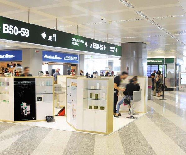 Aeroporto pubblicità temporary IGPDecaux a Malpensa per Obey