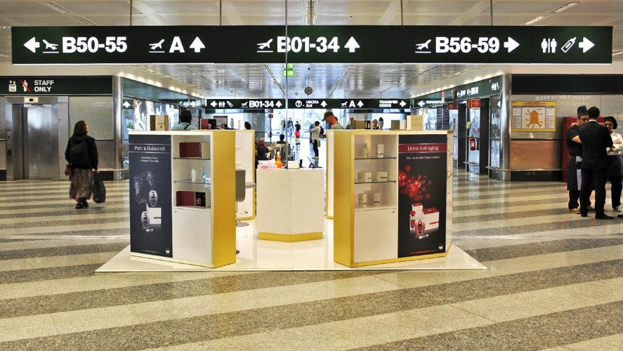 Pubblicità in aeroporto IGPDecaux Malpensa temporary per Obey Your Body