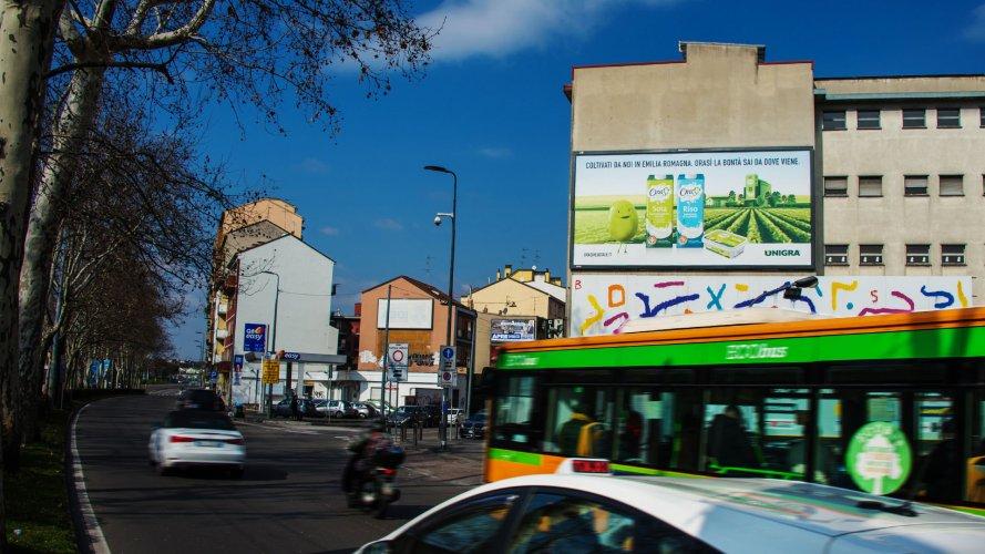 Affissioni Milano IGPDecaux medio formato per OraSì