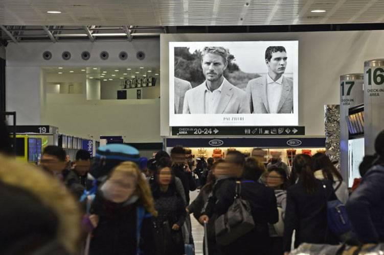 Aeroporto pubblicità IGPDecaux Impianto retroilluminato a Malpensa per Pal Zileri