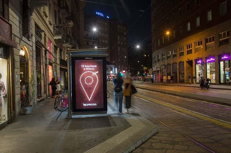 Pubblicità pensiline a Milano Network Vision IGPDecaux per Nespresso