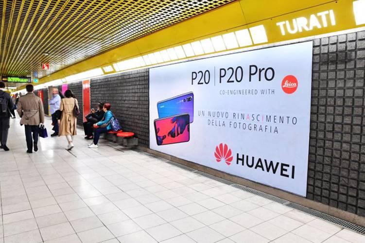 Pubblicità in metropolitana IGPDecaux circuito phygital a Milano per Huawei