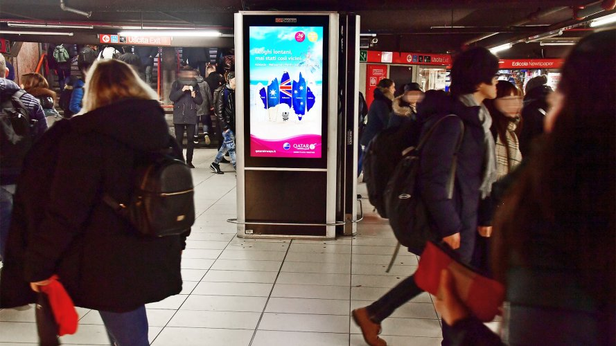 Pubblicità metropolitana Milano Circuito Digital per Qatar Airways IGPDecaux