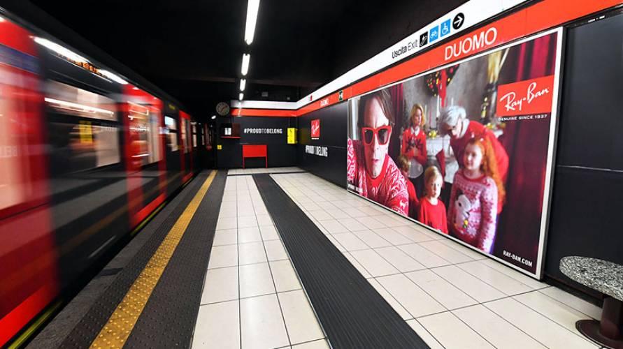 Pubblicità outdoor IGPDecaux a Milano area station domination per Ray-Ban