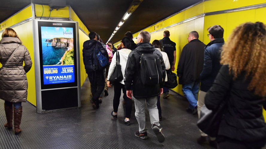 Pubblicità metro Milano IGPDecaux Circuito Digital per Ryanair
