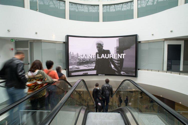 Pubblicità aeroporto Malpensa IGPDecaux videowall per Yves Saint Laurent