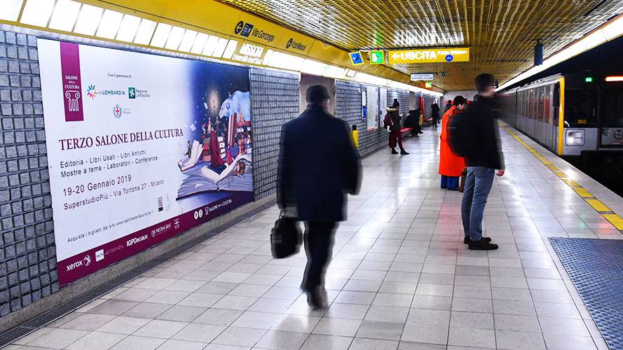 IGPDecaux underground advertising in Milan Phygital Network for Il Salone della Cultura