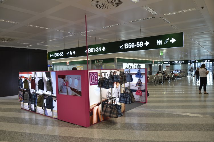 Airports advertising IGPDecaux temporary at Malpensa for Save My Bag