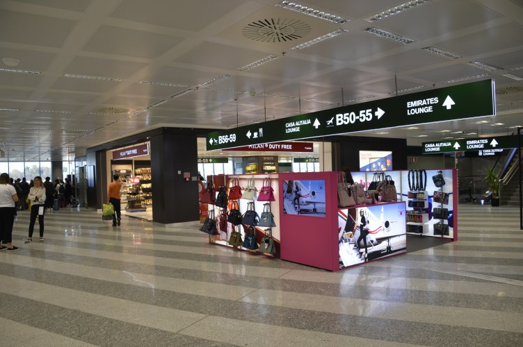 Advertising airport Malpensa IGPDecaux temporary per Save My Bag