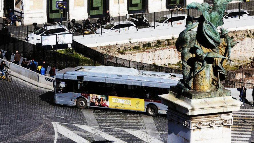 Bus advertising IGPDecaux Landscape Stickers in Rome for Sconnessi movie