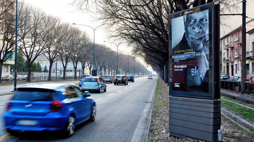 Pubblicità pensiline IGPDecaux Pensiline + Mupi a Torino per Sky