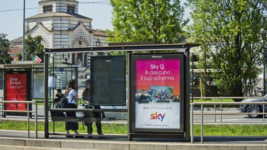 Pubblicità Milano IGPDecaux Pensiline + Mupi per Sky