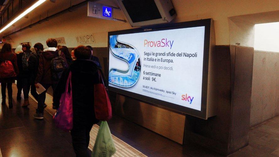 Pubblicità metropolitana Napoli IGPDecaux Circuito a Copertura Landscape per Sky Napoli Europa League
