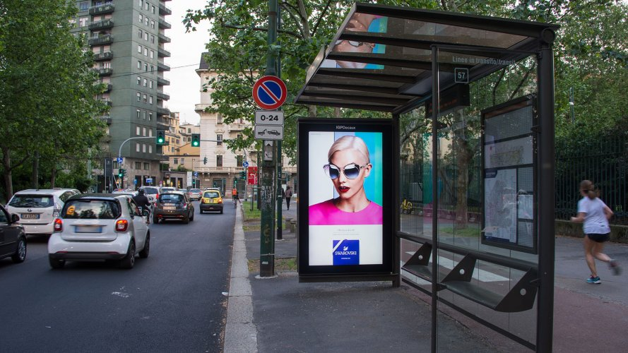 Digital Out Of Home IGPDecaux Milano Network Vision per Swaroski Eyewear