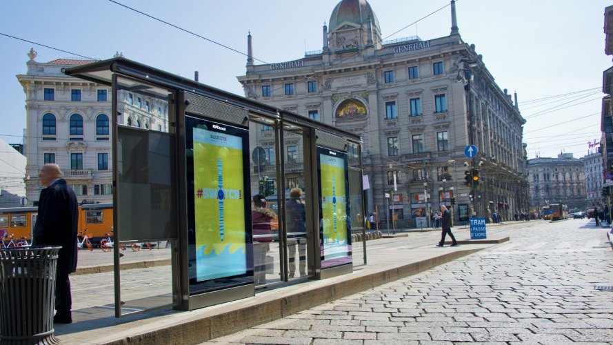 Digital advertising in Milan Vision Network IGPDecaux for Swatch
