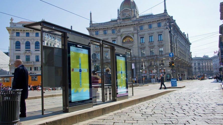 Pubblicità pensiline a Milano Network Vision IGPDecaux per Swatch