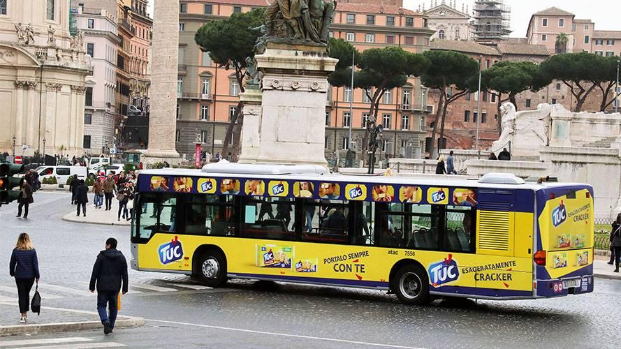 Pubblicità autobus a Roma Full-Wrap IGPDecaux per TUC