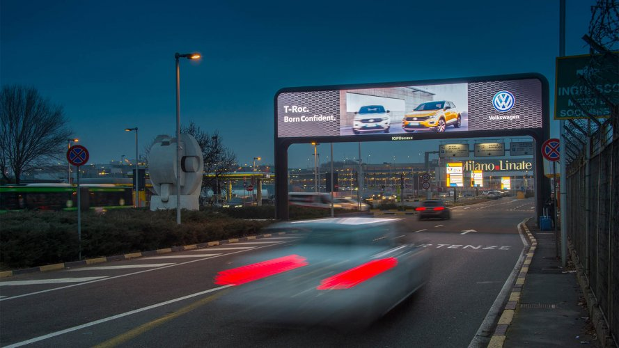 OOH IGPDecaux digital gate at Linate for Volkswagen