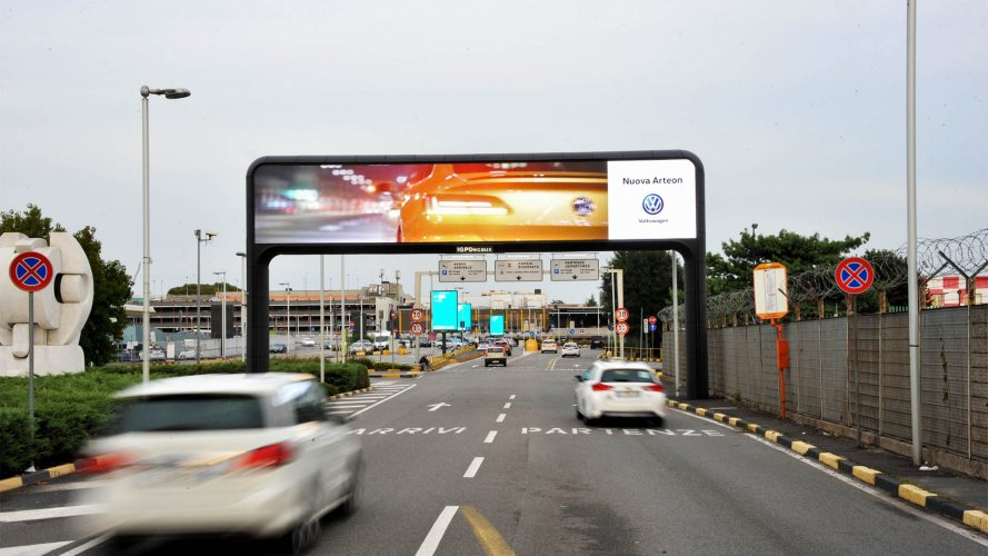 Airports advertising IGPDecaux digital gate for Volkswagen at Linate