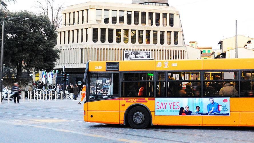 Pubblicità dinamica autobus IGPDecaux Side Banner Firenze per Wall Street English