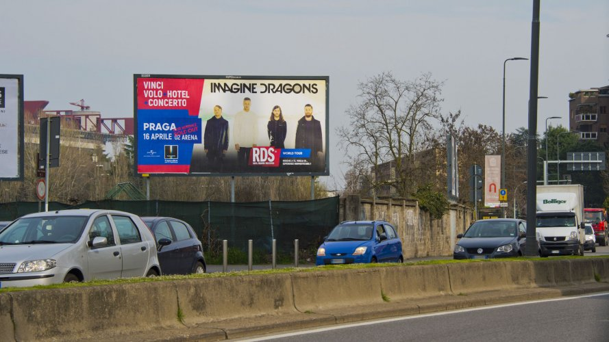 Out Of Home advertising IGPDecaux poster in Milan for World Tour RDS
