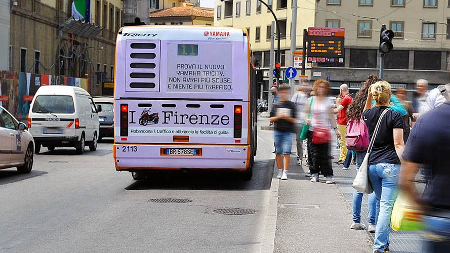 Advertising on buses IGPDecaux FullBack in Florence for Yamaha