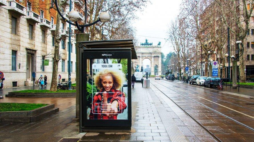 Pubblicità pensiline IGPDecaux pensiline digitali a Milano per Yoox