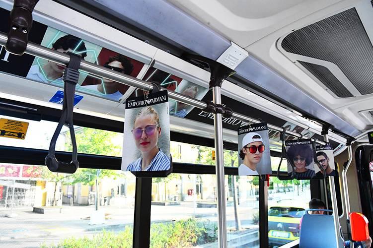 Pubblicità su autobus IGPDecaux a Milano interno vettura dinamica per Armani