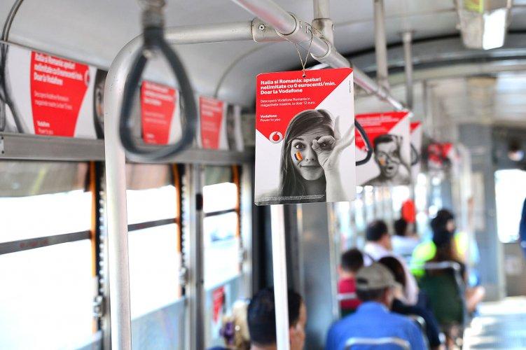 Pubblicità sui tram Milano IGPDecaux Interno Vettura Dinamica per Vodafone