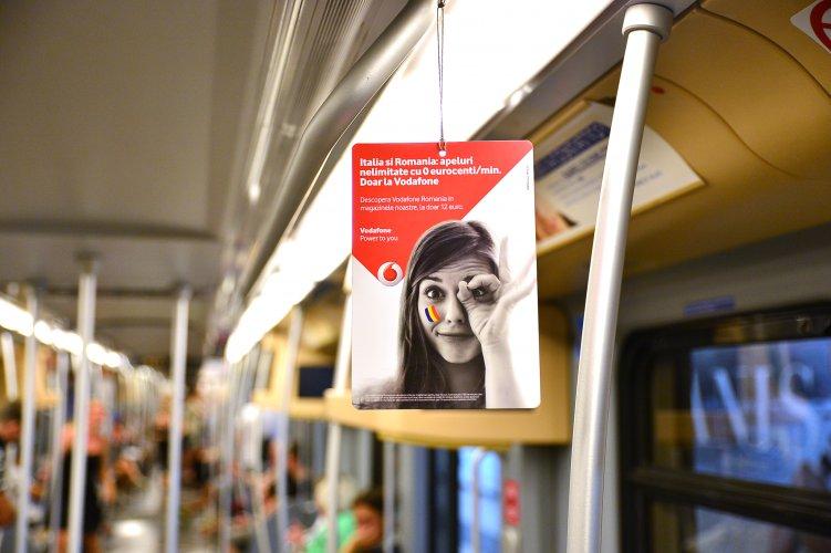 Pubblicità metro Milano IGPDecaux Interno Vettura Metropolitana per Vodafone